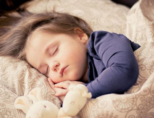Insomni infantil. Ensenyar als nens a dormir bé.